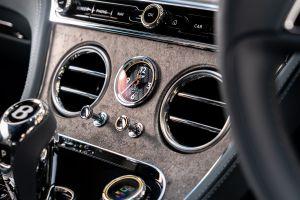 Bentley emplea acabados en roca, un lujo de otro nivel