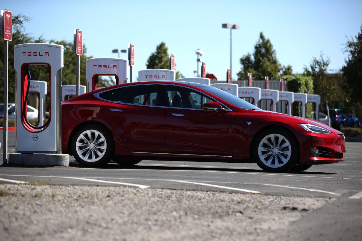 Tesla invertirá hasta 12 mil millones de dólares para fabricar baterías y autos eléctricos en los próximos dos años