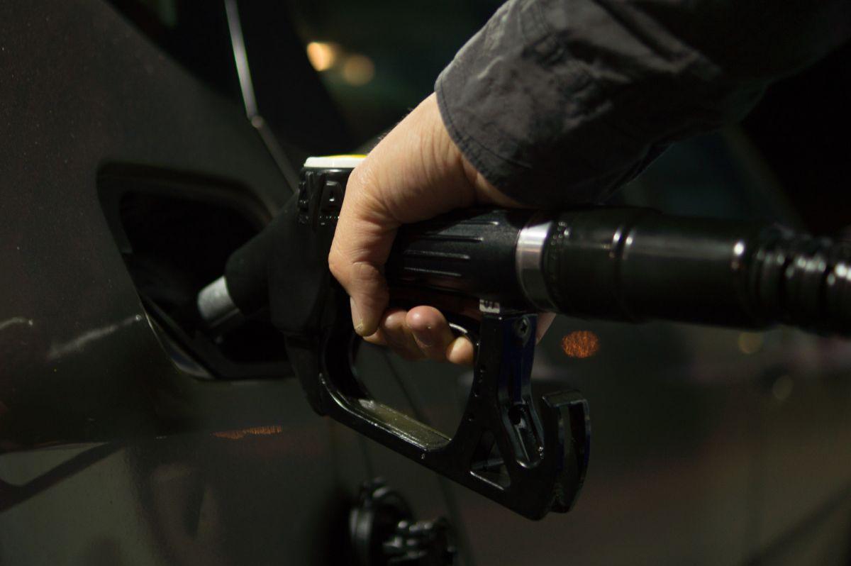 ¿Debes llenar o no el tanque de combustible al máximo?