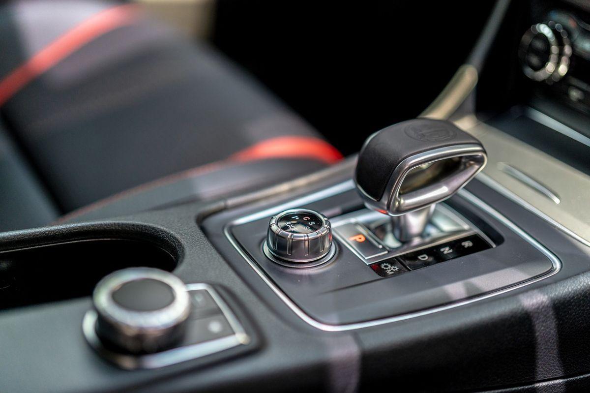 Cómo estacionar correctamente para no maltratar la transmisión de tu auto