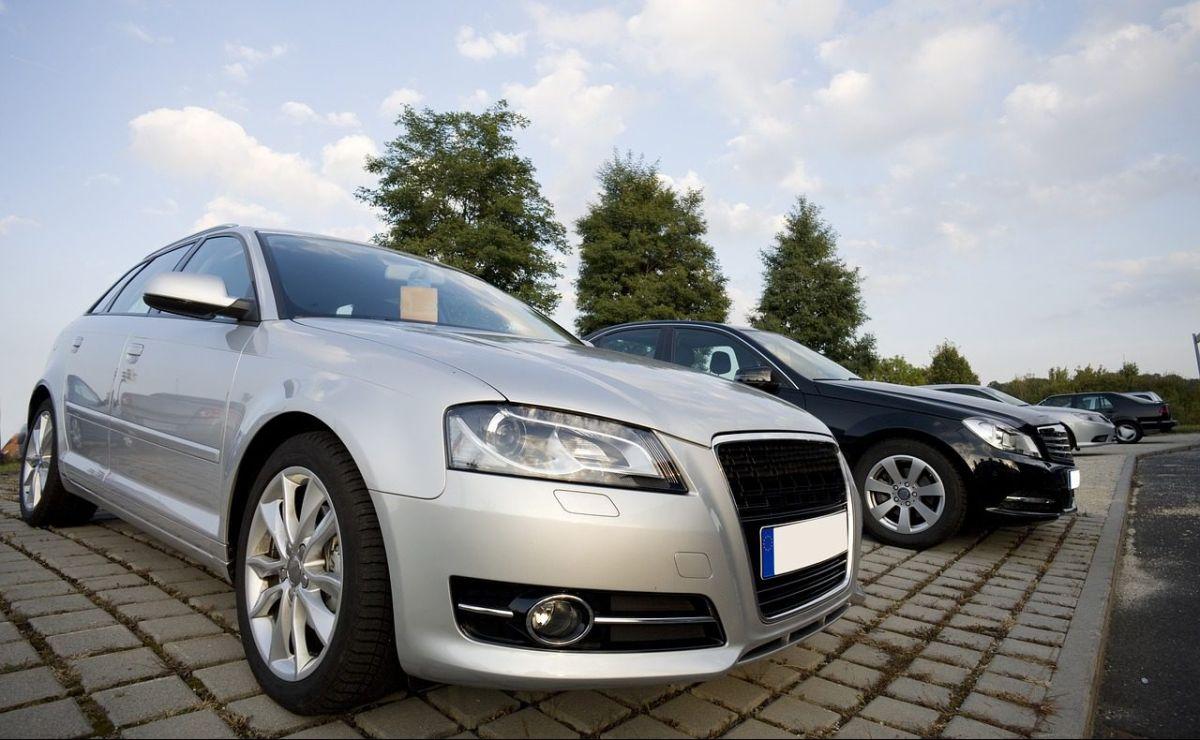 Las reglas de distanciamiento social han creado un boom de venta de autos usados en México