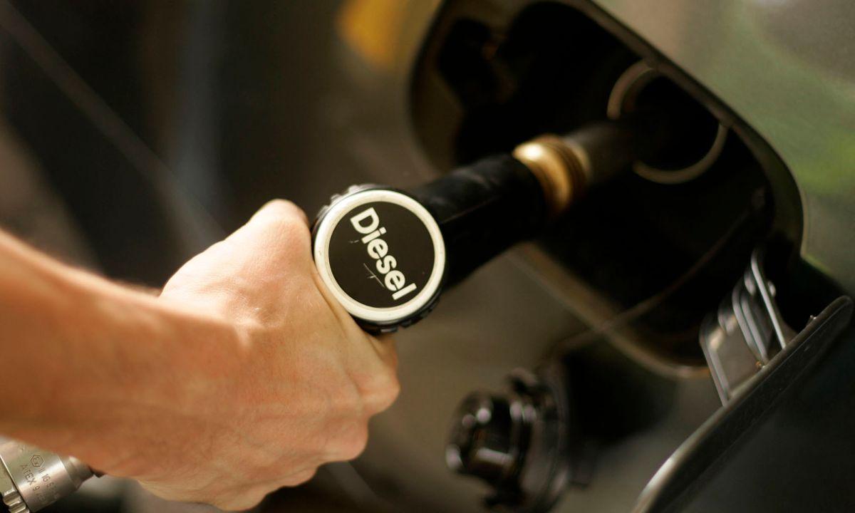 El tipo de combustible que uses para tu auto siempre será especificado en el manual de usuario del mismo.