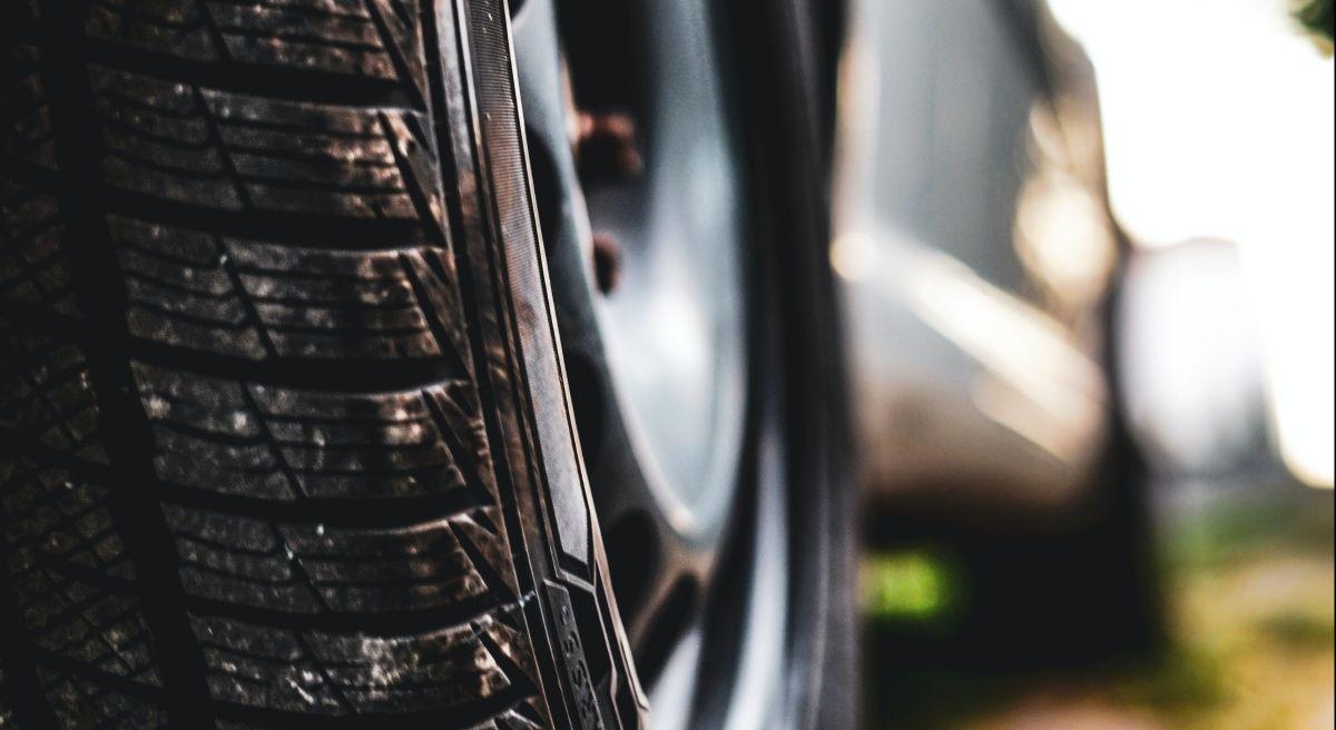 ¿Es mejor poner aire o nitrógeno para inflar las llantas de tu auto?