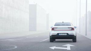 Video de un Tesla Model 3 derrotado por un Polestar 2 en una carrera de reversa