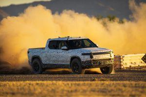 $75,000 es el precio inicial de la camioneta eléctrica Rivian R1T