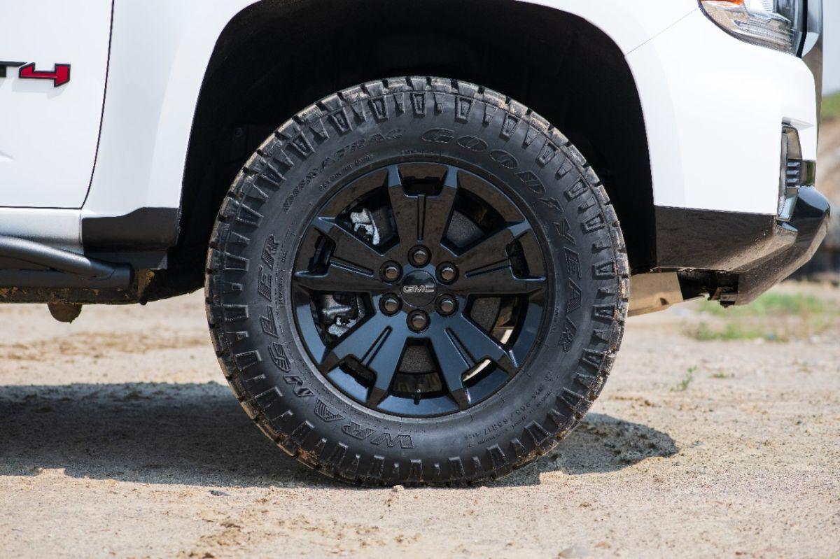 ¿Es buena idea adquirir neumáticos reconstruidos?
