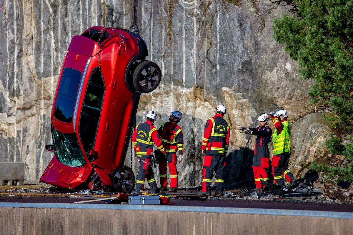 Por qué Volvo deja caer 10 de sus modelos desde una altura de 98 pies