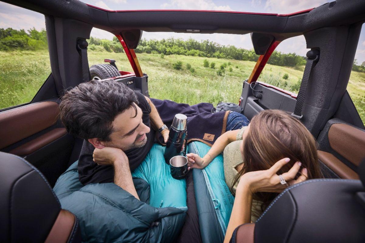 El Ford Bronco de 4 puertas ofrece suficiente espacio para acampar dentro de la SUV