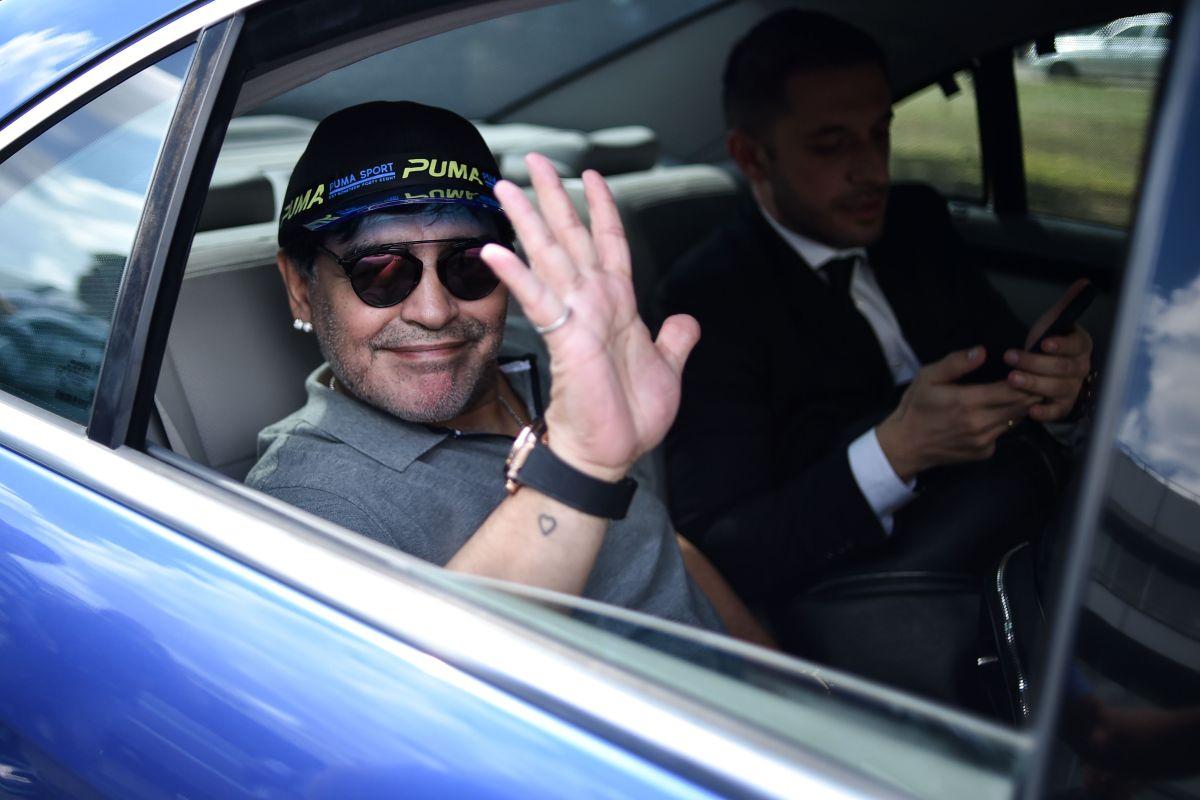 Desde un Porsche hasta un tanque anfibio, así era la colección de autos de Maradona