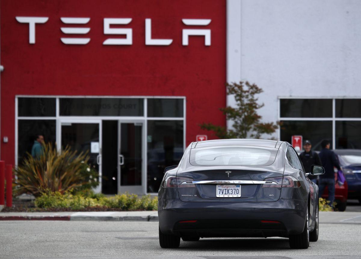 Tesla dejó de ser la marca de vehículos eléctricos más vendidos en Europa
