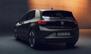 Así es el robot mayordomo de carga de batería para autos eléctricos de Volkswagen