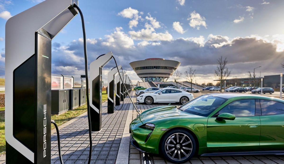 Porsche establece el punto de carga más potente para autos eléctricos en España