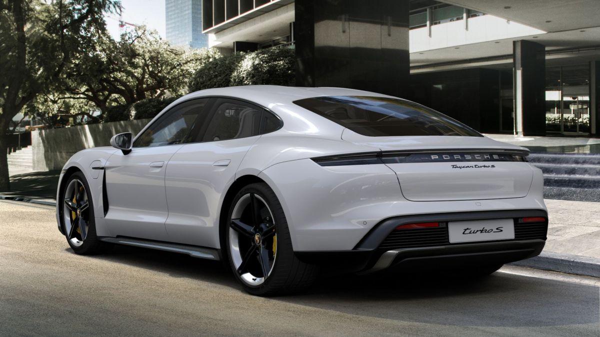 Empleados de Porsche tendrán que actualizarse con conocimientos en autos eléctricos si quieren seguir trabajando en la compañía
