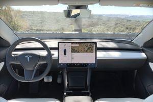 Ya está disponible la suscripción a Tesla Full Self-Driving pero causa algunas molestias entre los usuarios