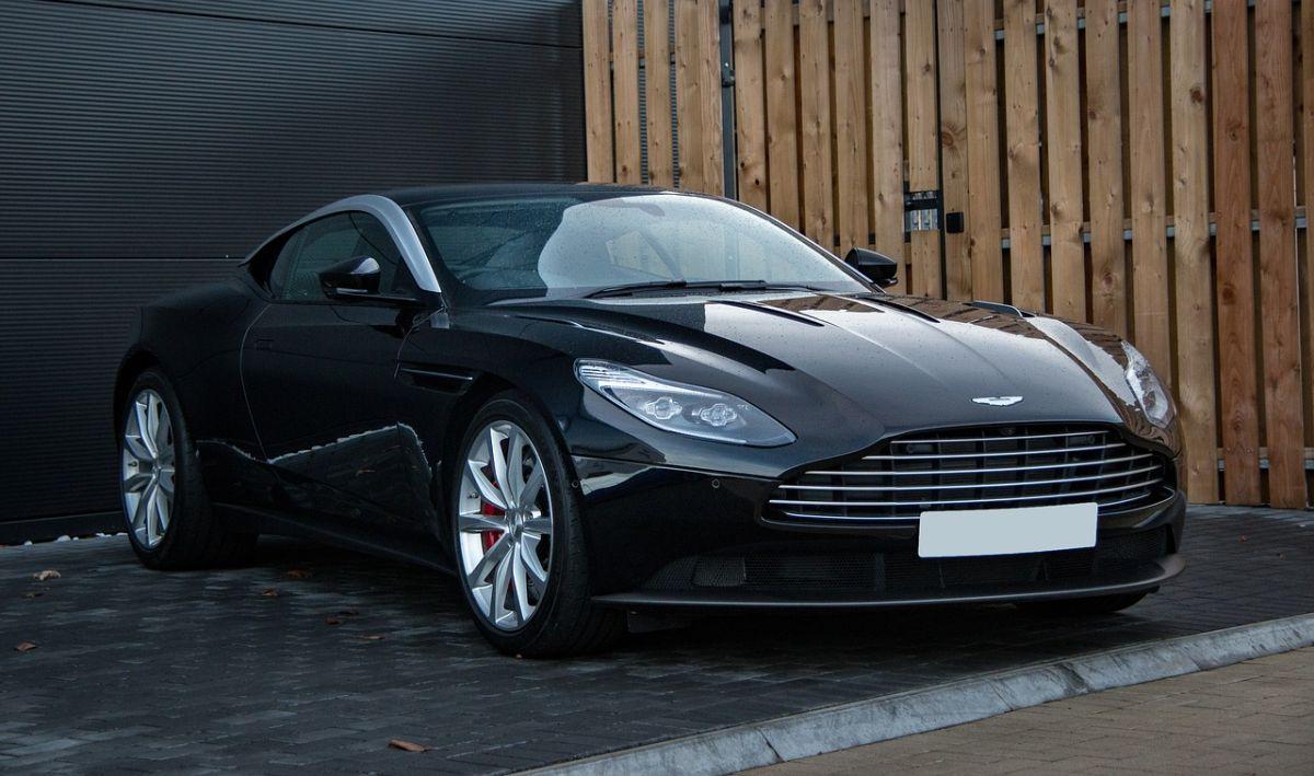 Aston Martin ofrece un DBX o un DB11 gratis sl comprar un alojamiento de lujo en Aston Martin Residences en Florida