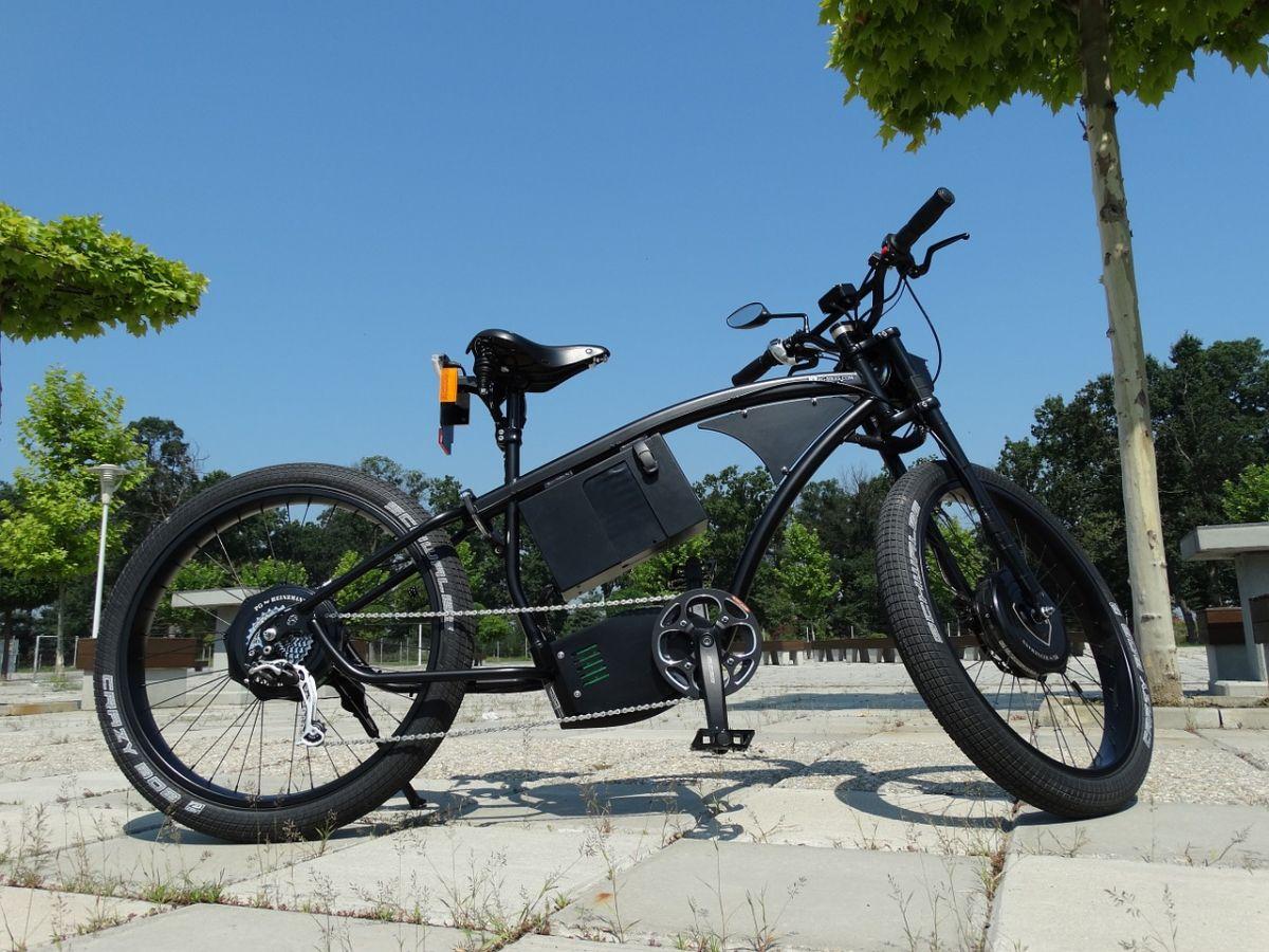 La bicicleta eléctrica ha ganado mucho terreno en los útlimos años, convirtiéndose en una opción de transporte muy amigable con el medio ambiente.