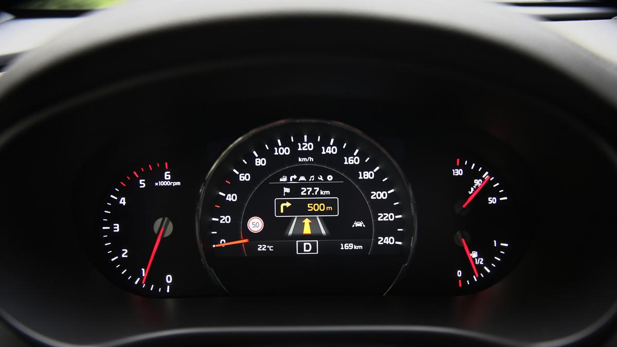 Recuerda siempre poner atención a todas las luces que se encienden en el tablero del auto, nunca es buena idea ignorarlas.