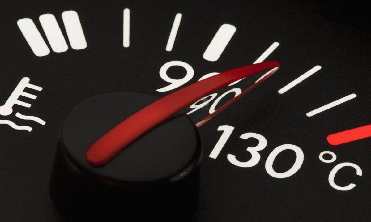 Qué hacer y qué evitar cuando tu auto se sobrecalienta