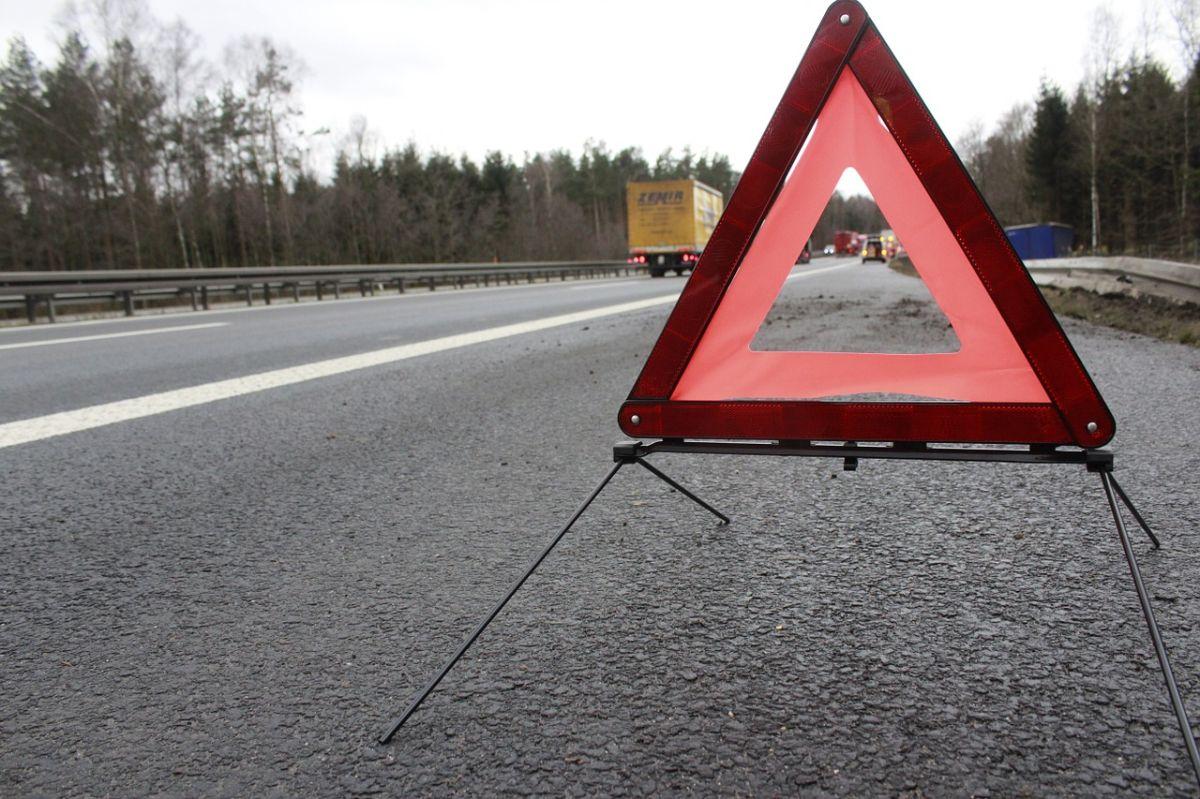 Cómo colocar los triángulos de seguridad en caso de un accidente con el auto