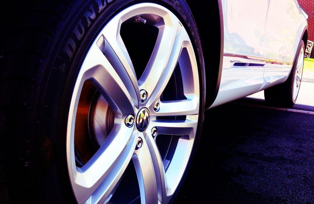 Rotar las llantas de tu auto requiere de un especialista que certifique el estado de cada neumático.