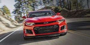 Chevrolet retira del mercado 30 Camaros por riesgo de que el emblema salga disparado como proyectil
