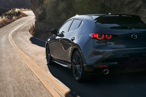 Por qué el Mazda 3 2021 es considerado un auto premium del nivel del Mercedes CLA
