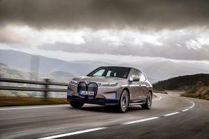 BMW avisará a los conductores que tengan garantía vencida mediante vallas publicitarias inteligentes y lectores de matrícula