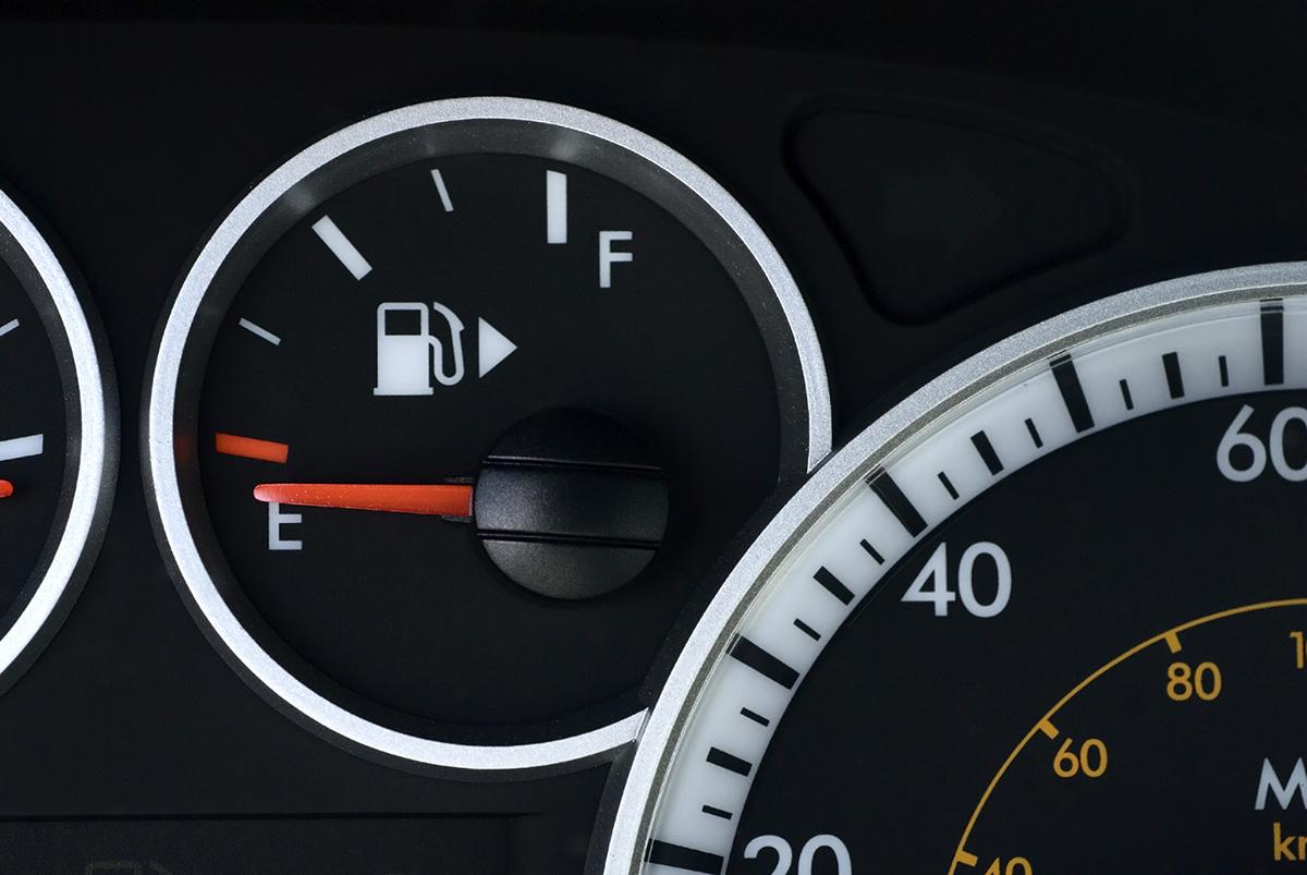 Estos son los autos que más kilómetros hacen sin tener que cargar combustible