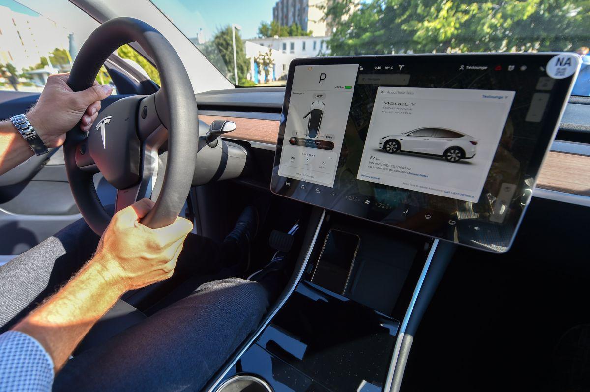 Los autos de Tesla podrían llamar automáticamente al 911 en un futuro en caso de una emergencia