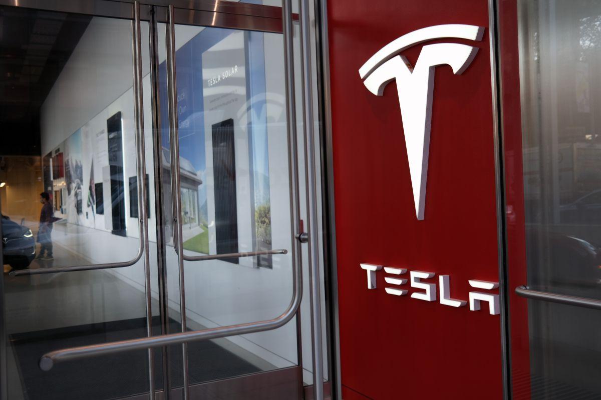 Por qué Elon Musk iba a vender Tesla a Apple por una fracción de su valor actual