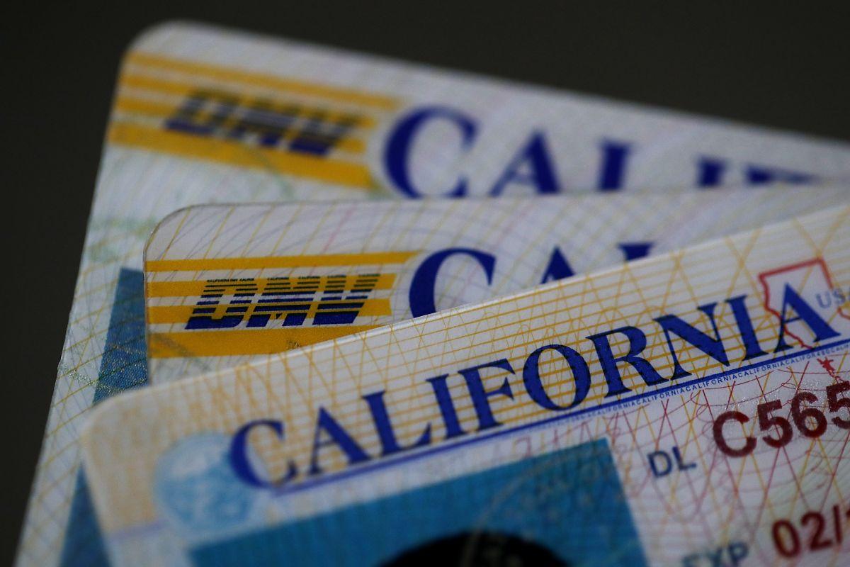 El departamento de vehículos motorizados de California podría revocar tu licencia de conducir dependiendo la multa que hayas generado.