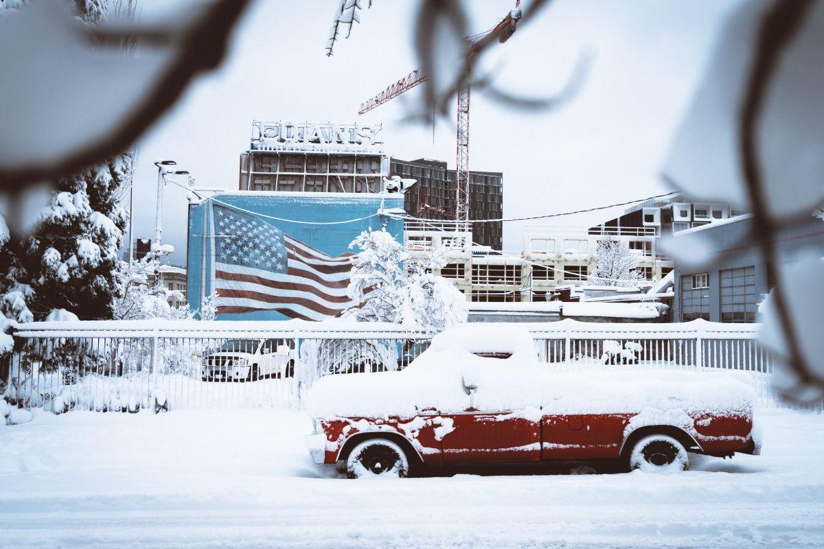 ¿Qué debes hacer si te quedas atorado en la nieve?