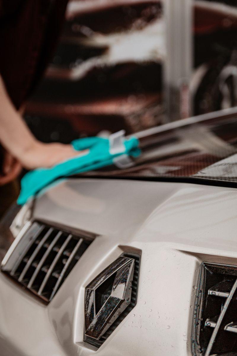 Por qué es bueno encerar tu auto antes del invierno