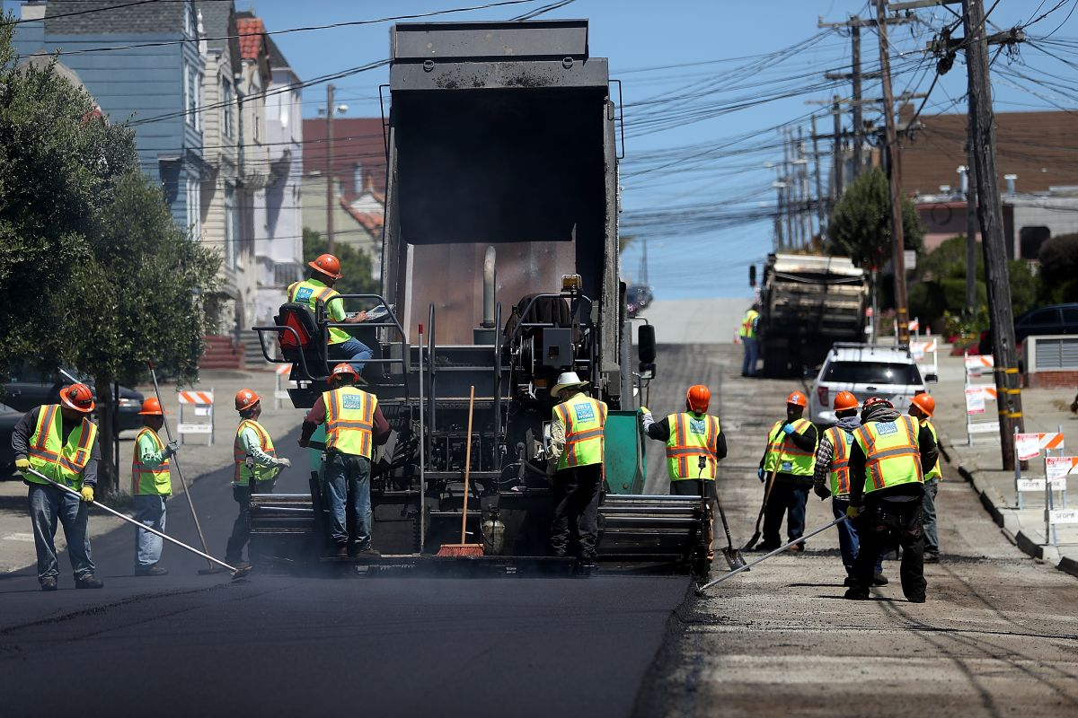 Por qué Republic Services, el mayor recolector de basura de Estados Unidos, cancelará el proyecto de fabricar camiones eléctricos de recolección