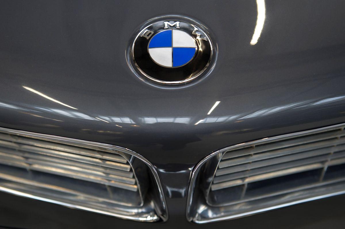 Por cuánto vende su BMW, tras guardarlo 35 años en su cochera