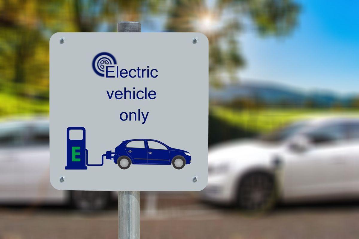 Estados Unidos ofrece una línea de asesoramiento gratuito para evacuar dudas sobre autos eléctricos
