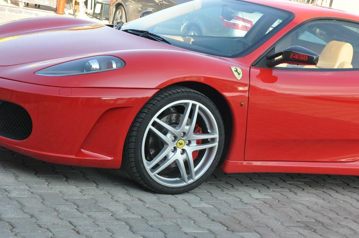 Ferrari, Lamborghini y Aston Martin estrellados, reutilizados para fabricar joyas de alto valor