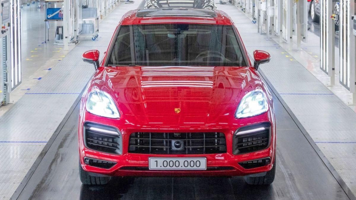 Porsche construye el Cayenne número 1 millón y su color rojo brillante deslumbra de forma única