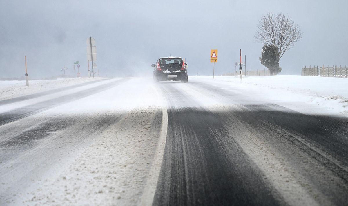 Cómo orillarte correctamente en la carretera y evitar accidentes