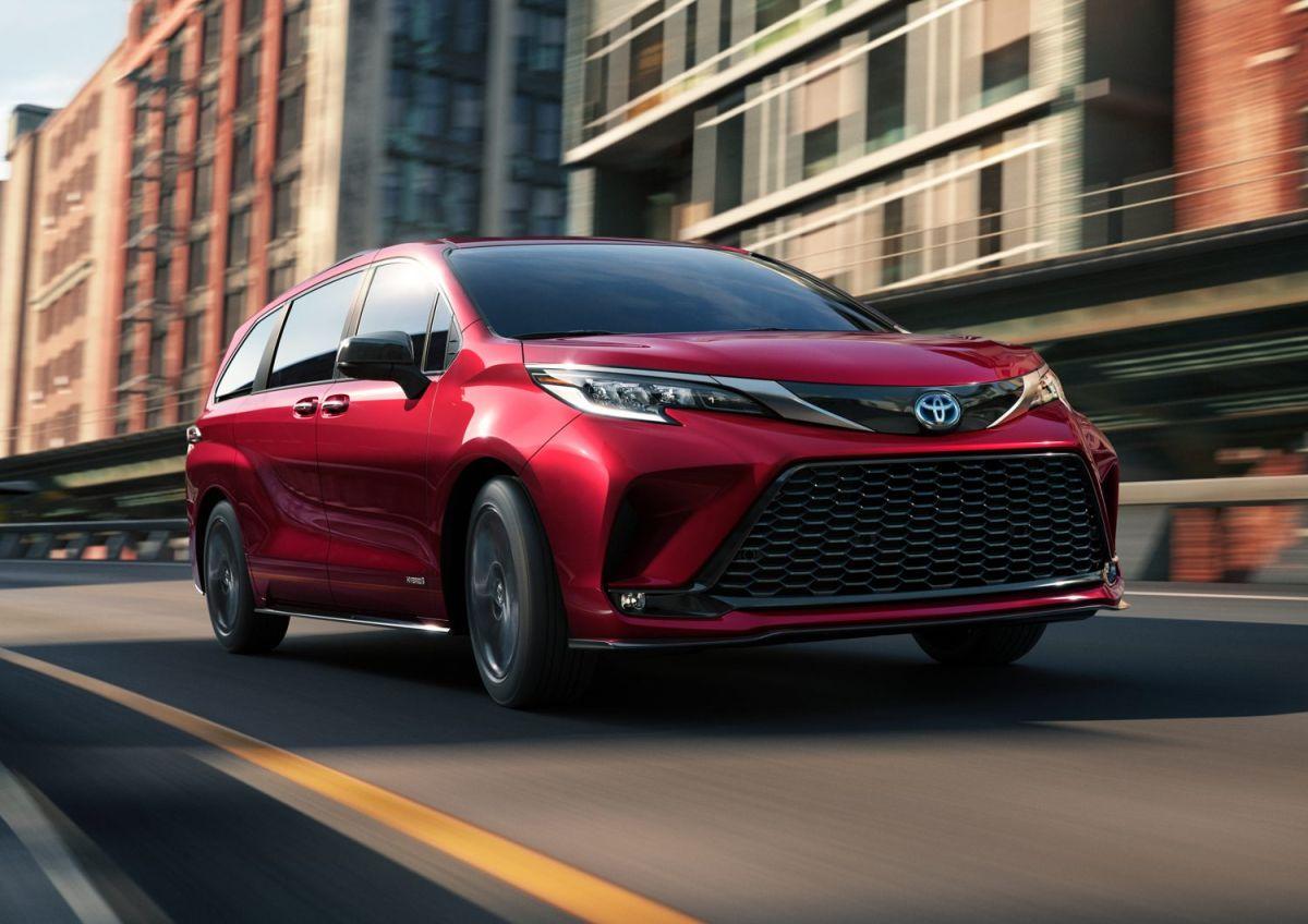 ¡Increíble! Esta minivan de Toyota resulta ser más rápida que un Ferrari