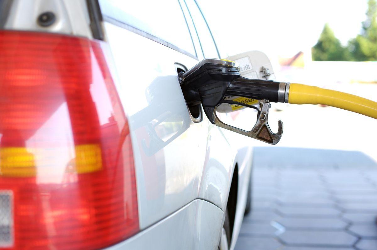 7 consejos para que la gasolina dure más en tu auto del Departamento de Comercio estadounidense