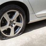 Qué son y cómo funcionan los spray que te pueden salvar si sufres un pinchazo del neumático