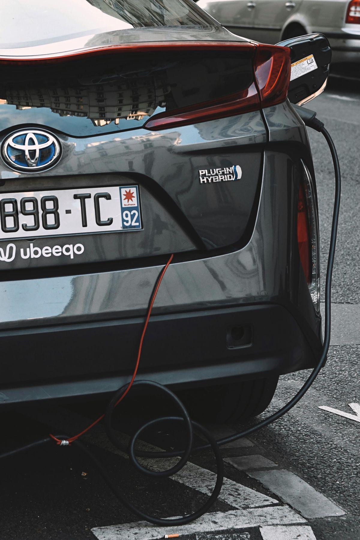 Qué desventajas tienen los autos híbridos