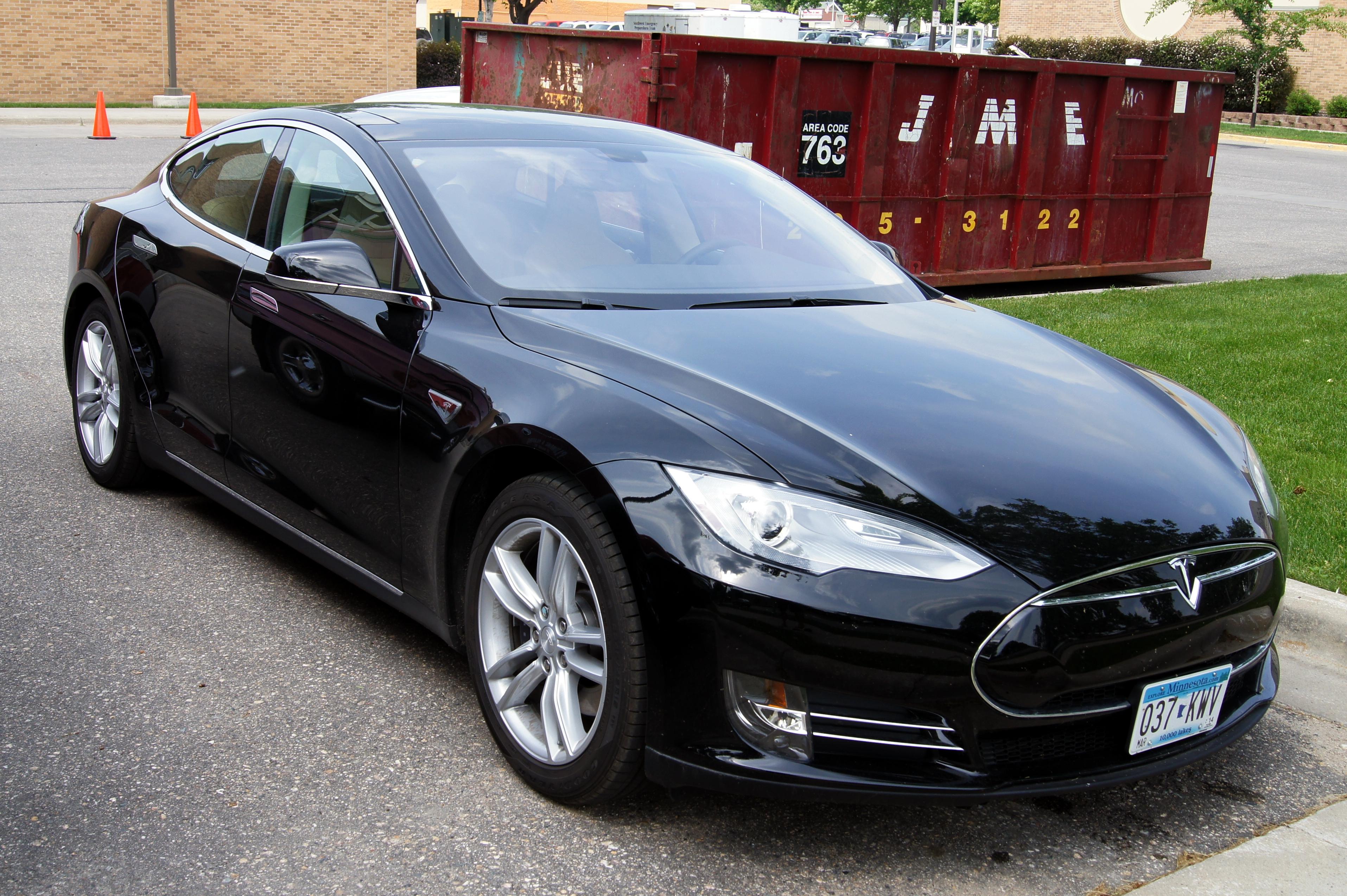 Tesla-ModelS-2014