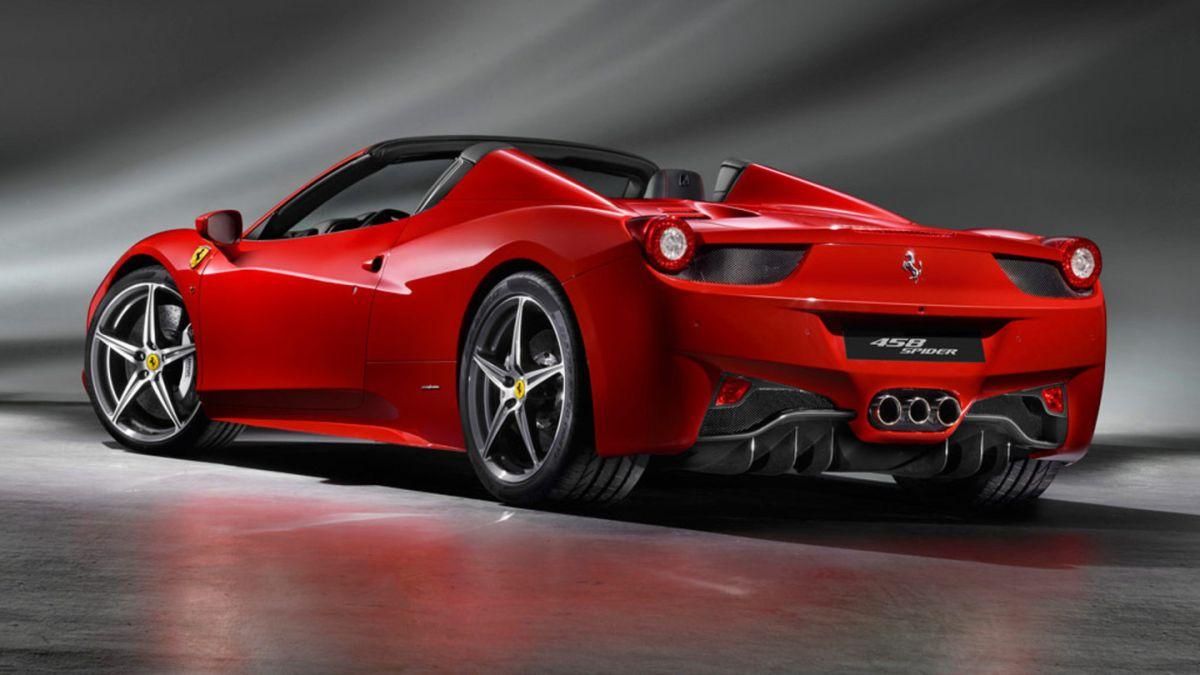 Ladrón roba un Ferrari 458 Spider y es descubierto por no saber dónde se encontraba el tapón de la gasolina
