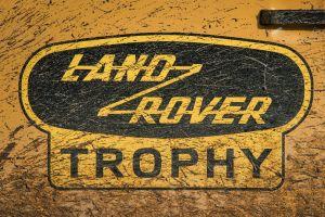 Land Rover lanza nueva edición retro: Defender V8 Trophy Edition