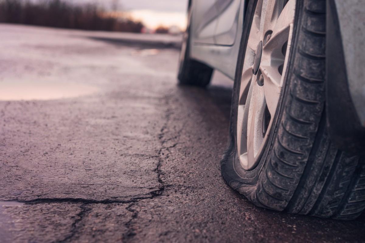 Por qué conducir con los neumáticos desinflados puede ser muy nocivo para tu auto