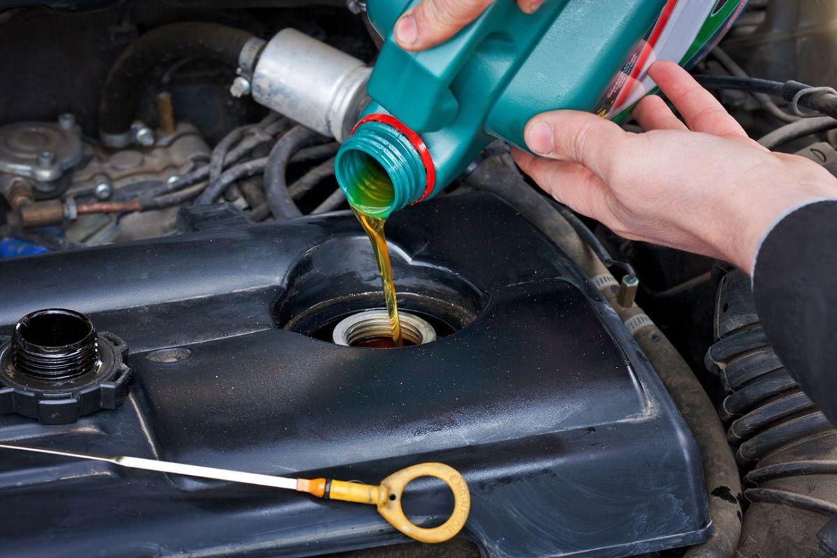 Cuáles son los síntomas, causas y reparación de la presión de aceite alta en tu auto