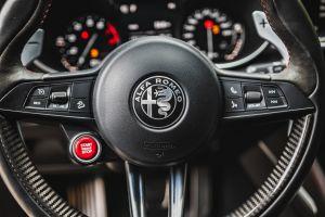 ¿Cuál es la importancia de la dirección asistida en el auto?