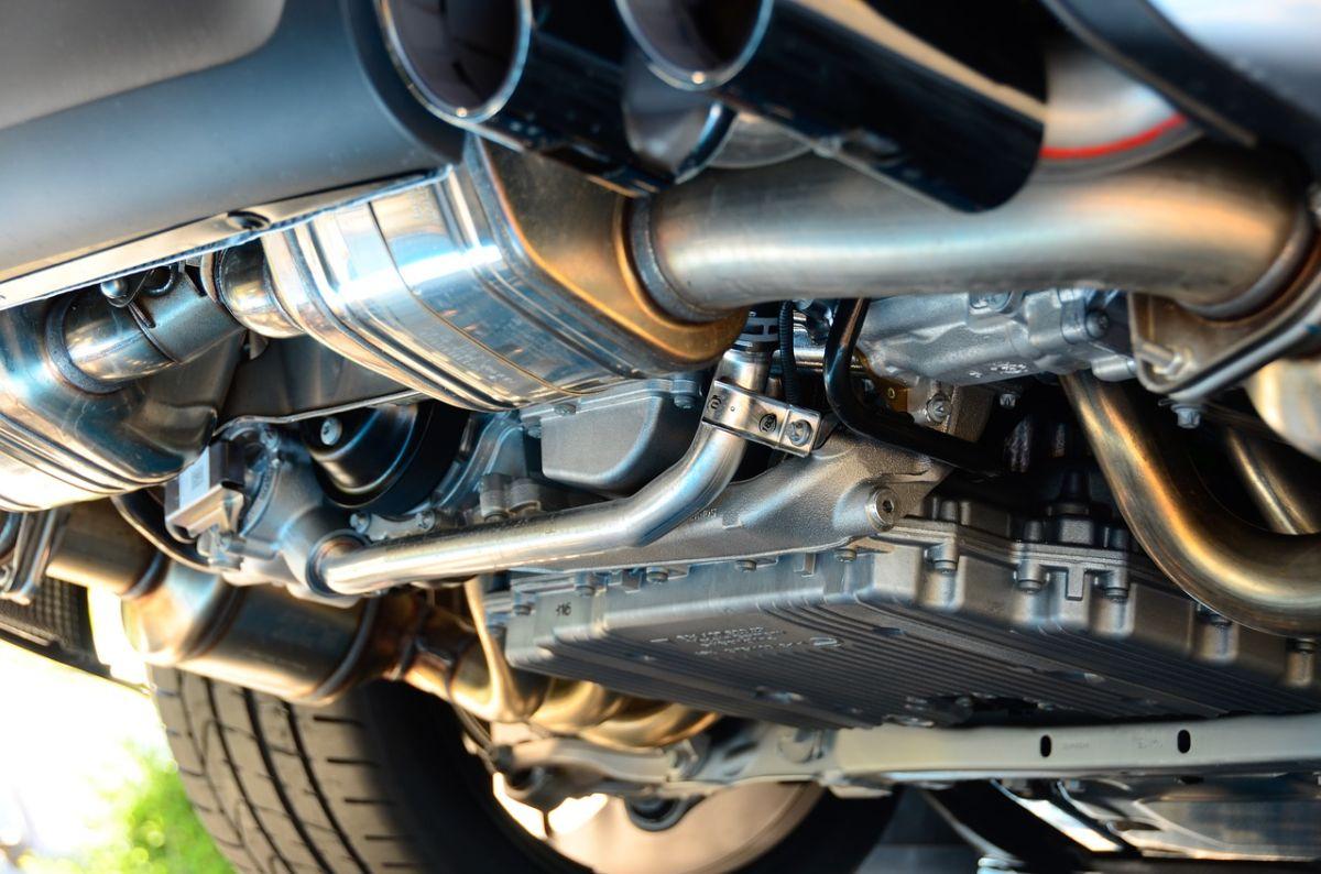 Por qué los ladrones están buscando robar los convertidores catalíticos de los autos